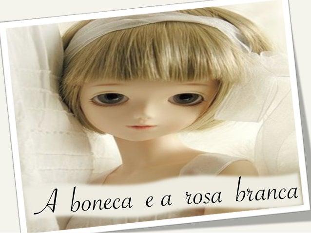 A boneca e a rosa branca