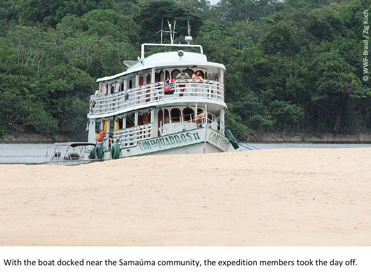 © WWF-Brasil / Zig Koch With the boat docked near the Samaúma community, the expedition members took the day off.