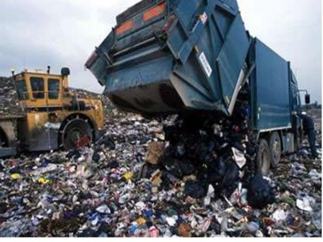 Temos horário para descartar o lixo no local adequado.  A quantidade de lixo é imensa e temos um trabalho demorado ,não po...