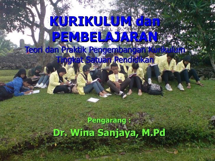 KURIKULUM dan PEMBELAJARAN Teori dan Praktik Pengembangan Kurikulum Tingkat Satuan Pendidikan Pengarang : Dr. Wina Sanjaya...