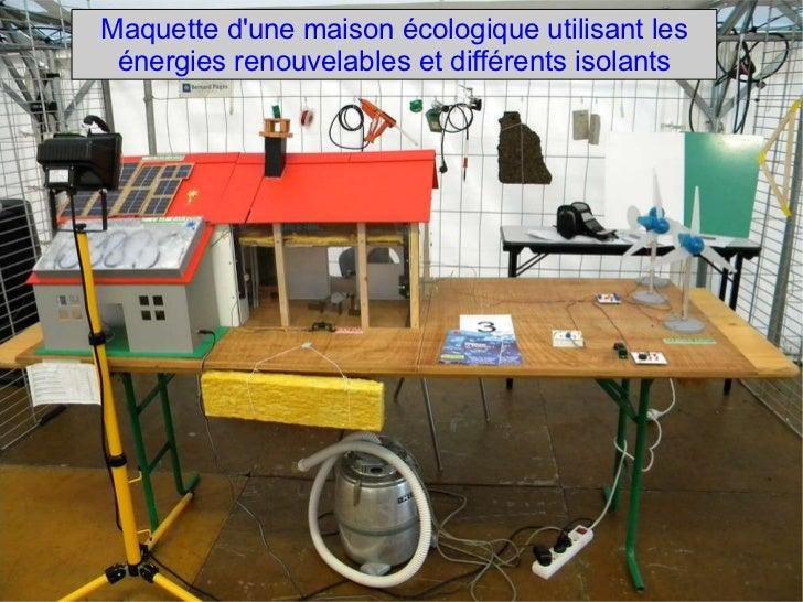 Maquette d'une maison écologique utilisant les énergies renouvelables et différents isolants