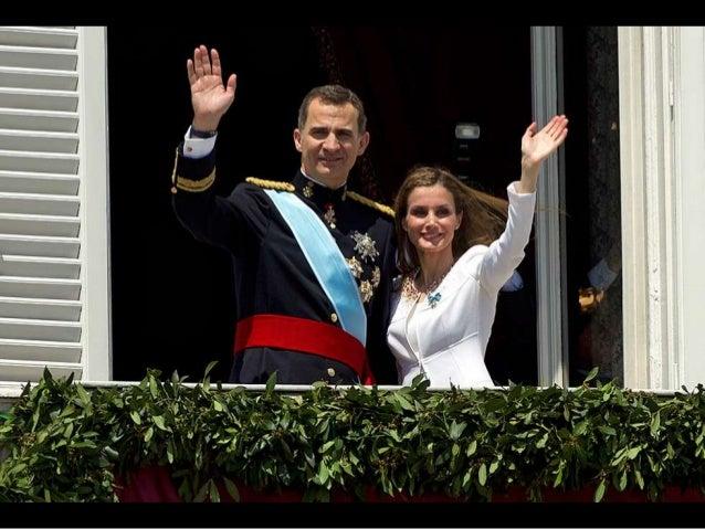 Los Reyes de España, acompañados de sus hijas, la princesa de Asturias, Leonor y la infanta Sofía, a su llegada al Congres...