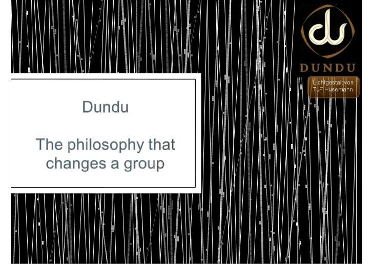 •    Dundu ist eine Puppe, die von mehreren Personen simultan gesteuert wird.     Jedes Teammitglied übernimmt die Steueru...