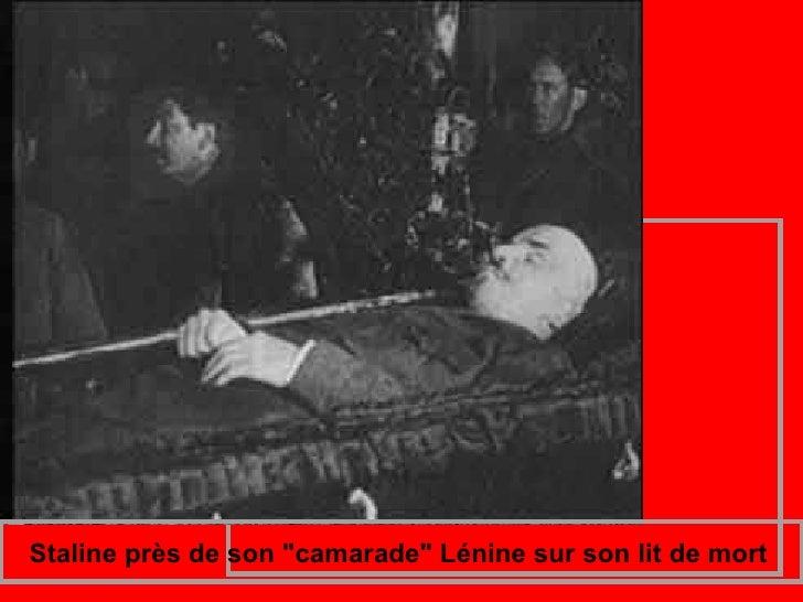 """Staline près de son """"camarade"""" Lénine sur son lit d..."""