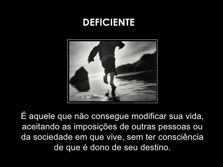É aquele que não consegue modificar sua vida, aceitando as imposições de outras pessoas ou da sociedade em que vive, sem t...