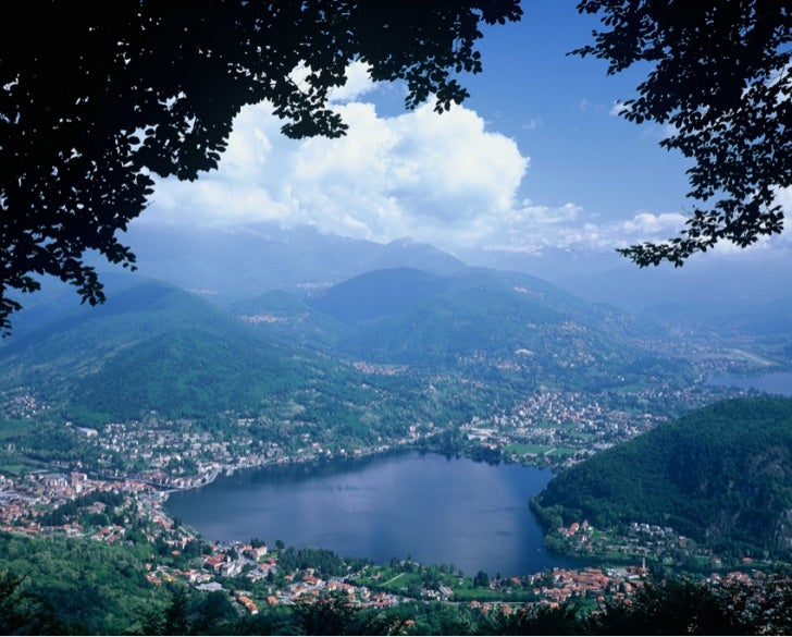 Natura a Varese. Lavena Ponte Tresa sul lago Ceresio