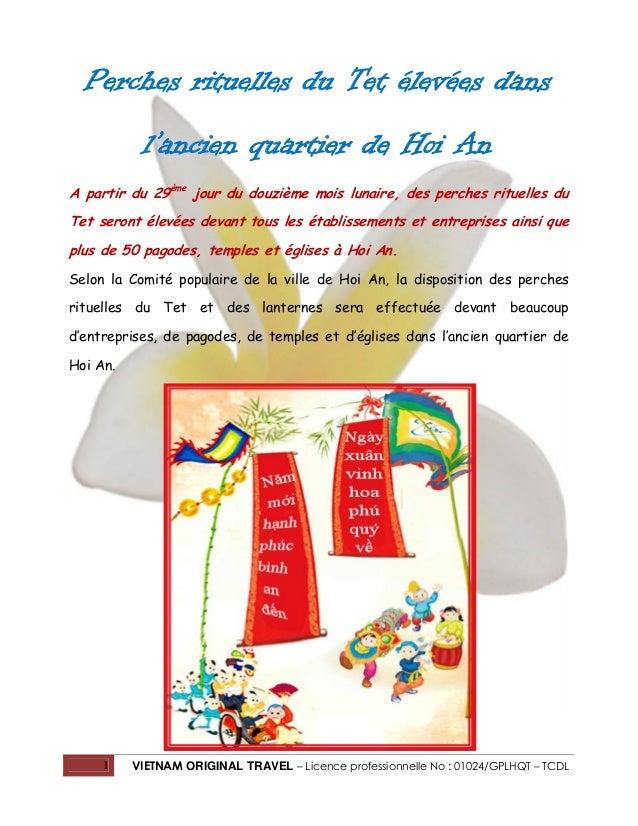 Perches rituelles du Tet élevées dans l'ancien quartier de Hoi An A partir du 29ème jour du douzième mois lunaire, des per...