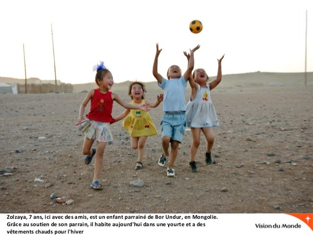Zolzaya, 7 ans, ici avec des amis, est un enfant parrainé de Bor Undur, en Mongolie. Grâce au soutien de son parrain, il h...