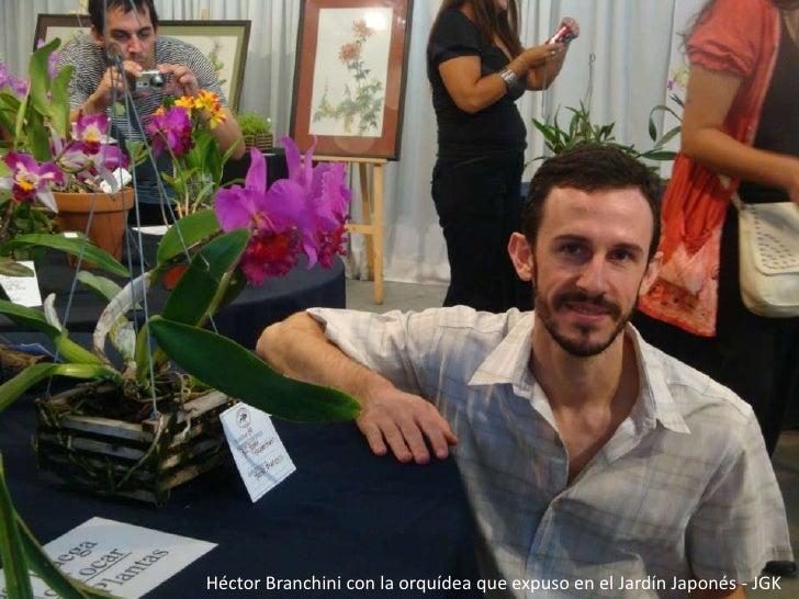 Héctor Branchini con la orquídea que expuso en el Jardín Japonés - JGK