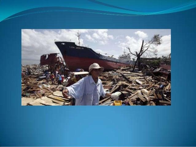 Sur cette image …  On voit un très gros bateau échoué sur le sable ainsi que beaucoup de débris , des arbres couchés et un...