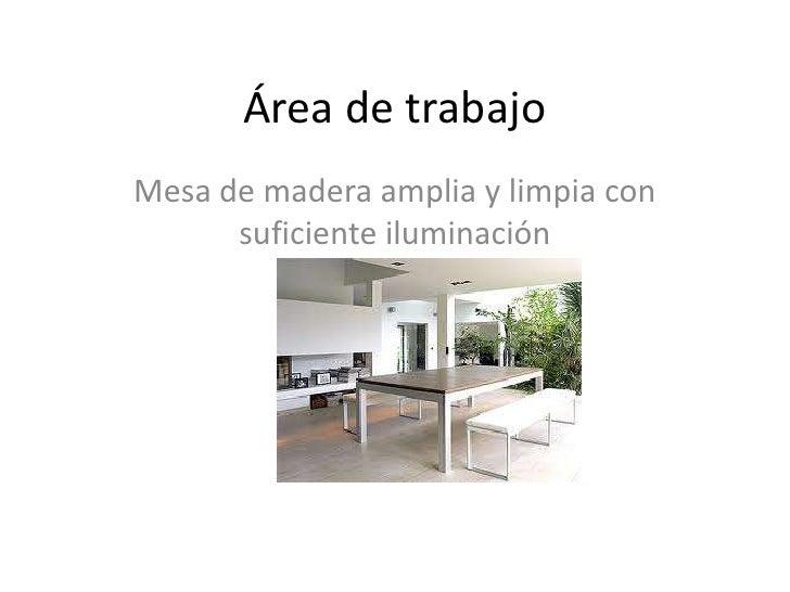 Área de trabajoMesa de madera amplia y limpia con      suficiente iluminación