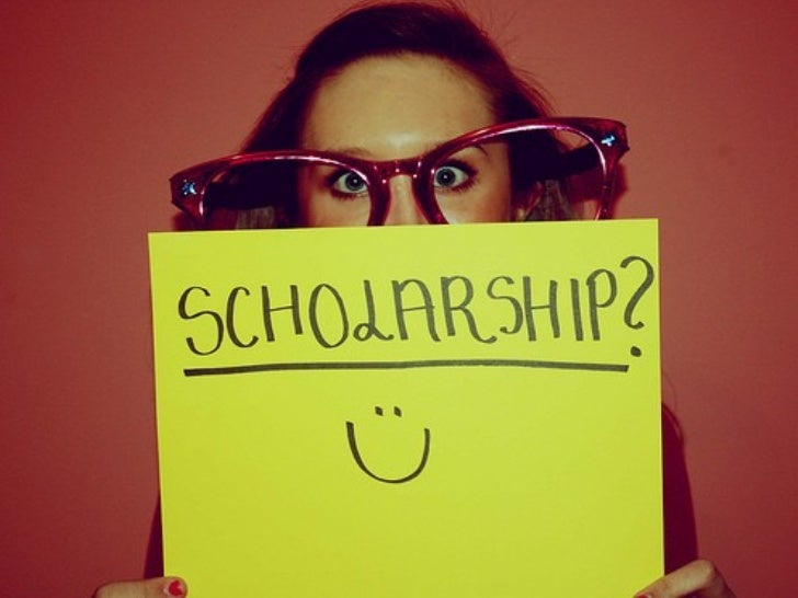 How to find scholarships using Social Media, Crowdsoucing and other creative resources