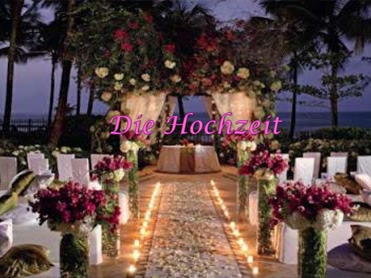 Sind Sie zu einer Hochzeit von ihren Freundinneneingeladen?Eine Frau, wer mit einem träumenden Mann heiratet, istsie so gl...