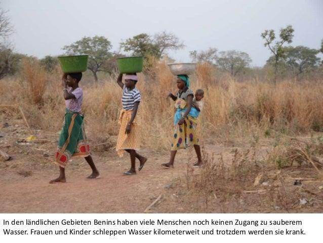 In den ländlichen Gebieten Benins haben viele Menschen noch keinen Zugang zu sauberem Wasser. Frauen und Kinder schleppen ...