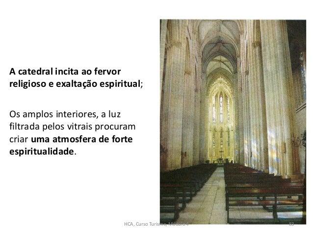 A catedral incita ao fervor religioso e exaltação espiritual; Os amplos interiores, a luz filtrada pelos vitrais procuram ...