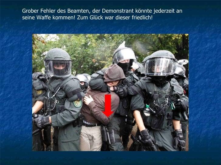 Grober Fehler des Beamten, der Demonstrant könnte jederzeit an seine Waffe kommen! Zum Glück war dieser friedlich!