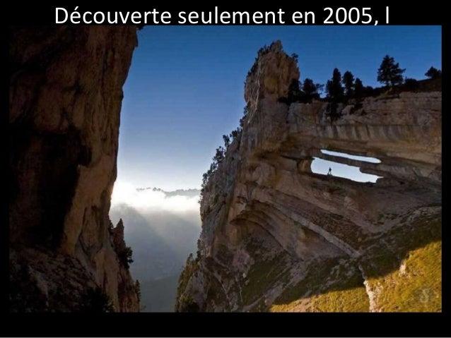 Découverte seulement en 2005, l  'arche double de la Tour Percée est  située dans les Alpes.