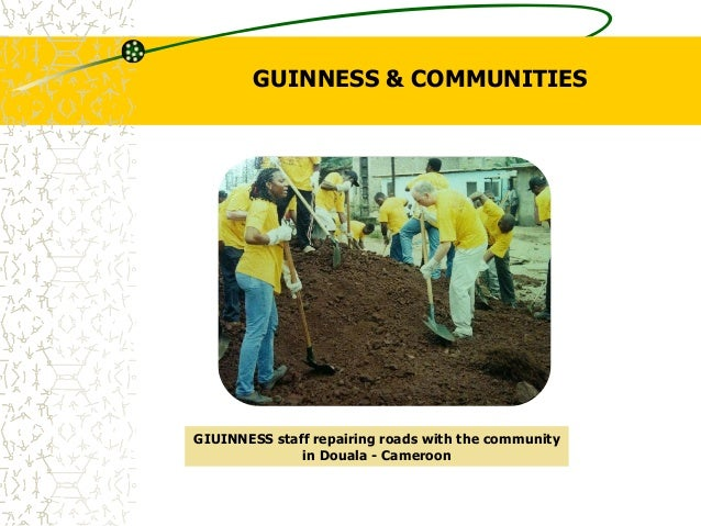 GUINNESS & COMMUNITIES GIUINNESS staff repairing roads with the community in Douala - Cameroon
