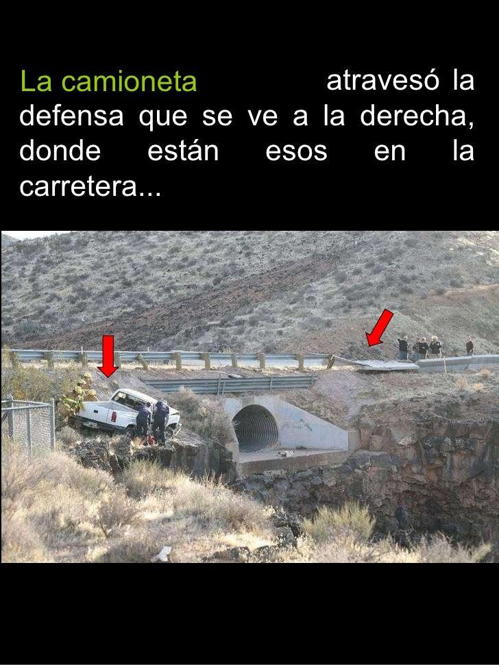 atravesó la defensa que se ve a la derecha, donde están esos en la carretera...  La camioneta