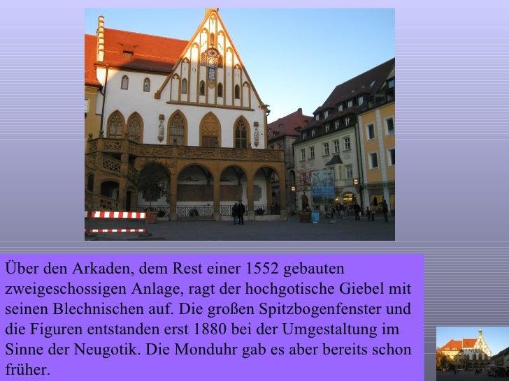 Über den Arkaden, dem Rest einer 1552 gebauten zweigeschossigen Anlage, ragt der hochgotische Giebel mit seinen Blechnisch...