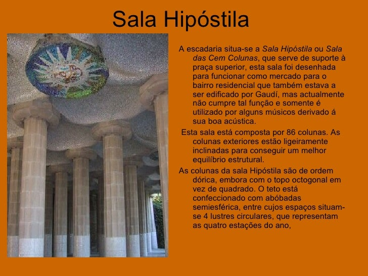 Sala Hipóstila   <ul><li>A escadaria situa-se a  Sala Hipóstila  ou  Sala das Cem Colunas , que serve de suporte à praça s...