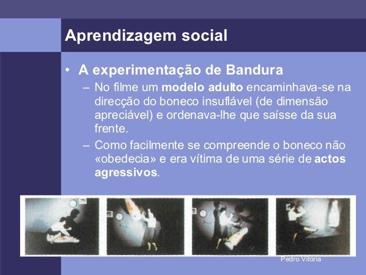 Aprendizagem social <ul><li>A experimentação de Bandura </li></ul><ul><ul><li>No filme um  modelo adulto  encaminhava-se n...
