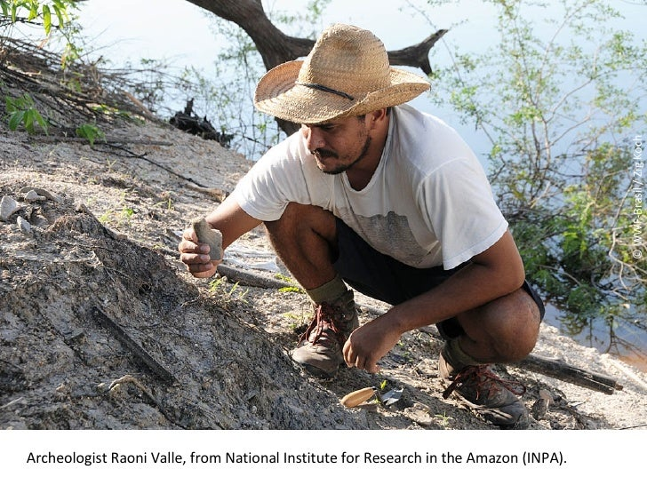 © WWF-Brasil / Zig Koch Archeologist Raoni Valle, from National Institute for Research in the Amazon (INPA) .