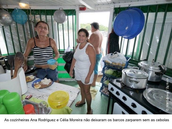 As cozinheiras Ana Rodriguez e Célia Moreira não deixaram os barcos zarparem sem as cebolas © WWF-Brasil / Zig Koch