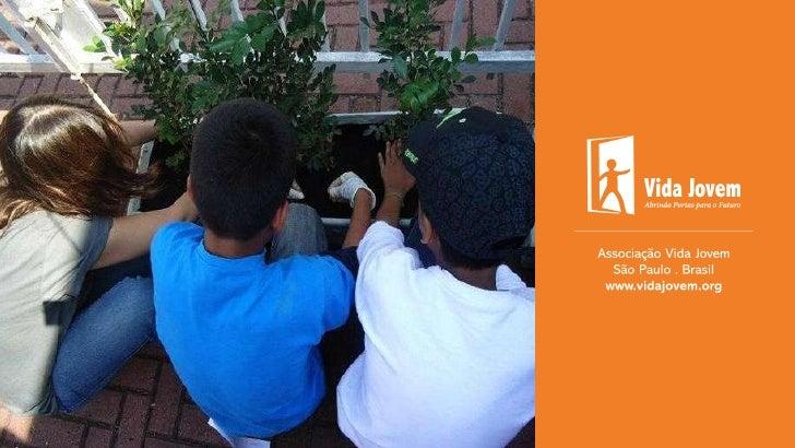 Quem SomosHá 25 anos investindo na formaçãointegral de crianças eadolescentes, atualmente oferecendocursos de capacitação ...