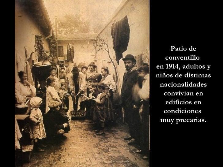 Patio de conventillo  en 1914, adultos y niños de distintas nacionalidades convivían en edificios en condiciones  muy prec...