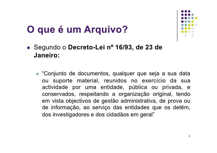 """O que é um Arquivo?    Segundo o Decreto-Lei nº 16/93, de 23 de      Janeiro:          """"Conjunto de documentos, qualqu..."""