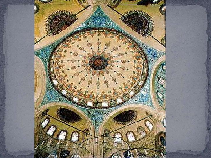  El emperador utilizaba las iglesias como salones  de recepciones y por ello lo decoraba con ricos  mosaicos.