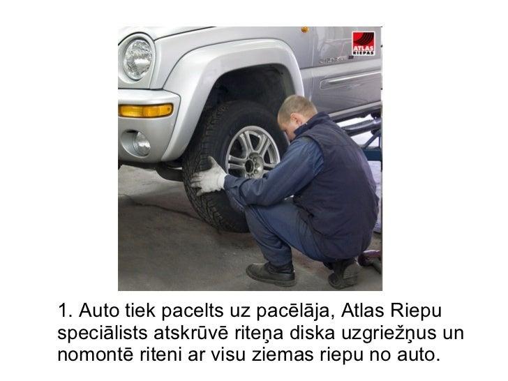 1. Auto tiek pacelts uz pacēlāja, Atlas Riepu speciālists atskrūvē riteņa diska uzgriežņus un nomontē riteni ar visu ziema...