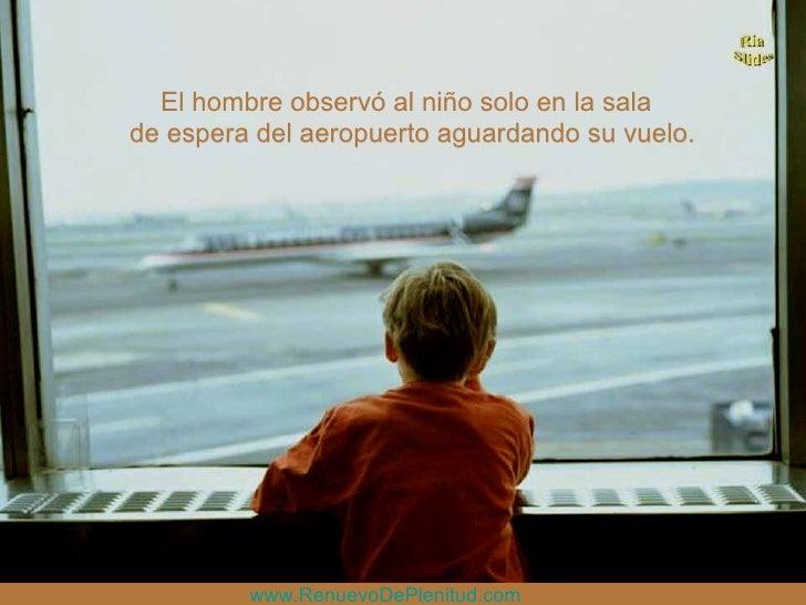 El hombre observó al niño solo en la sala de espera del aeropuerto aguardando su vuelo. www.RenuevoDePlenitud.com