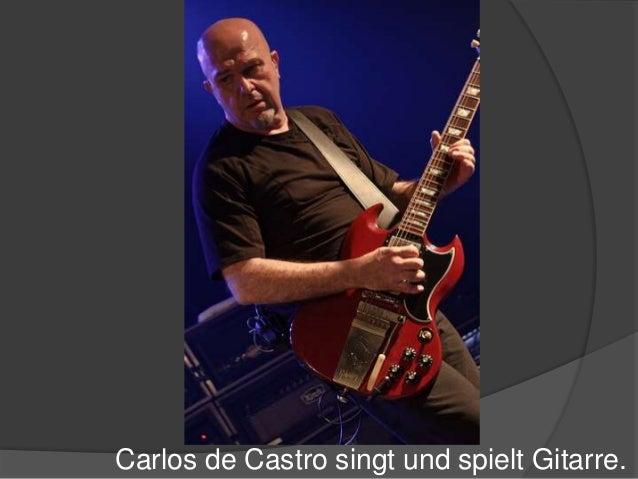 Carlos de Castro singt und spielt Gitarre.