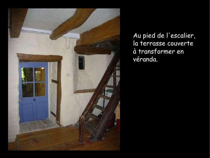 Au pied de l'escalier, la terrasse couverte à transformer en véranda.