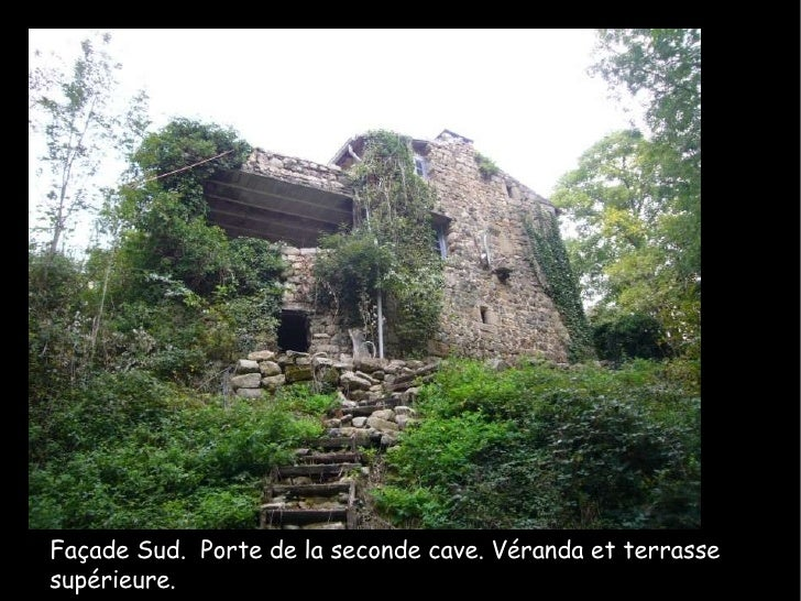 Façade Sud.  Porte de la seconde cave. Véranda et terrasse supérieure.
