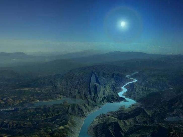 « Il y a des moments doublement mélancoliques et mystérieux, où notre esprit semble éclairé à la foispar le soleil qui se ...