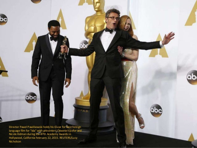 "Director Pawel Pawlikowski holds his Oscar for best foreign language film for ""Ida"" with presenters Chiwetel Ejiofor and N..."