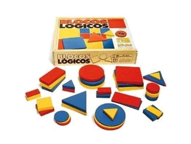 Blocos Lógicos são conjuntos de pequenas peças geométricas e tem por finalidade auxiliar na aprendizagem de crianças na ed...