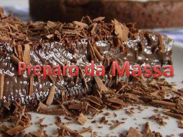 """Misture todos os ingrediente numa tigela até formaruma """"formar"""" úmida. Depois forre uma forma de aro removível."""