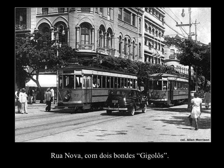 """Rua Nova, com dois bondes """"Gigolôs""""."""