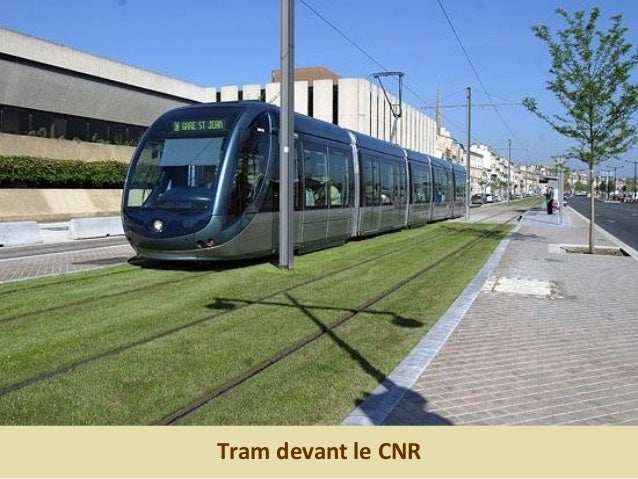 Tram à la gare Saint-Jean