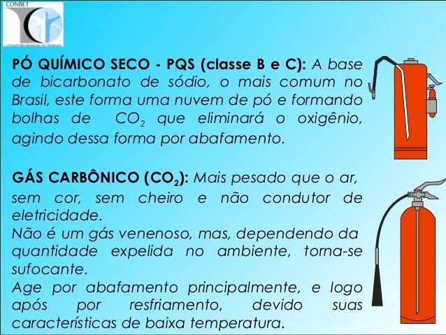 35 PÓ QUÍMICO SECO - PQS (classe B e C): A base de bicarbonato de sódio, o mais comum no Brasil, este forma uma nuvem de p...