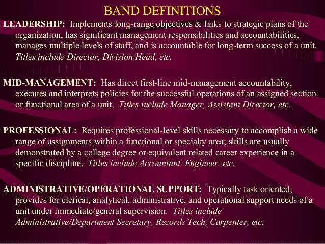 broad banding Broadbanding is a job grading structure that falls between using spot salaries vs many job grades to determine what to pay particular positions and incumbents within those positions while broadbanding gives the organization using it some broad job classifications, it does not have as many distinct job grades as traditional salary structures .