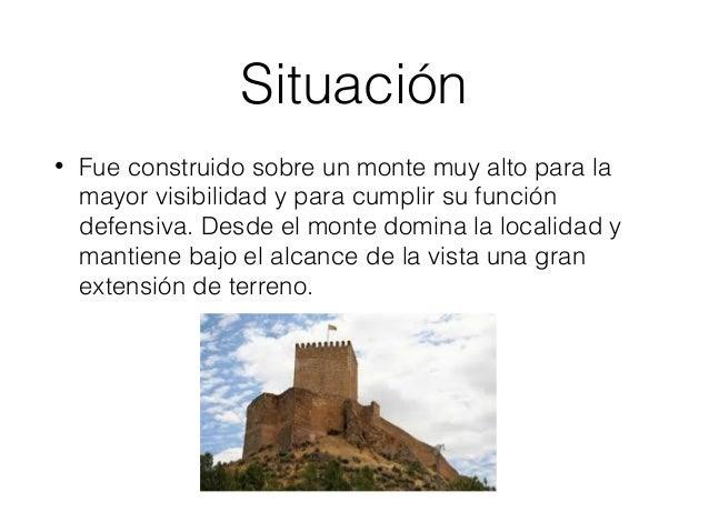 Características del castillo • El castillo tiene forma alargada y poligonal. Se caracteriza por sus torres. Su muralla lo ...