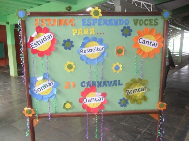 Professores e alunos  do turno Matutino    se divertiram     bastante na  comemoração do      Carnaval!