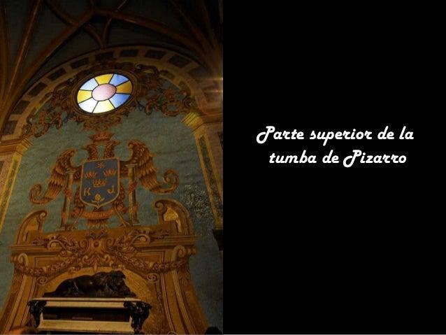 En el lado izquierdo del Batisterio, en la parte superior se encuentra una Piedad realizada en mosaicos.