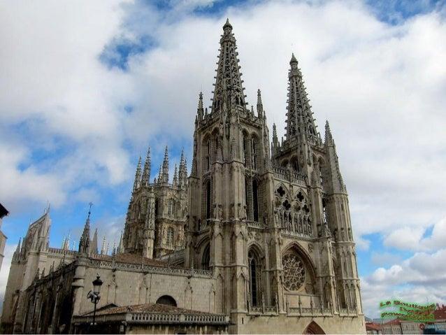 El Portal de Santa MaríaPuerta Real o del Perdón, se encuentra en la fachada principal,destacan las dos torres de 84 metro...