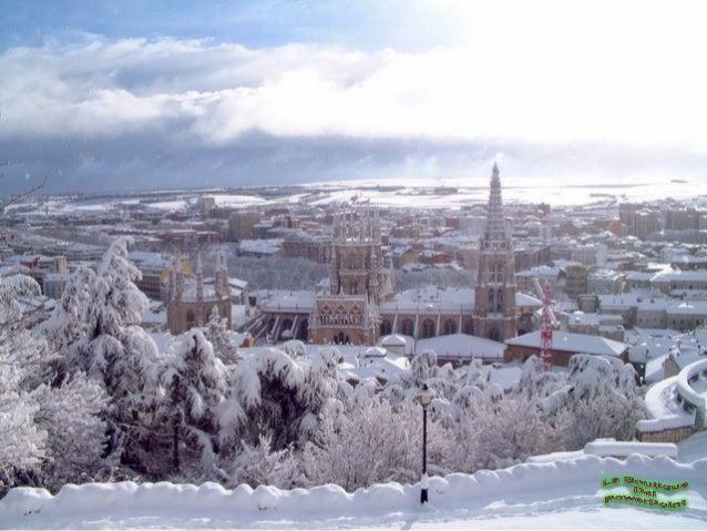 La catedral de Burgos consta de tres naves y ungran número de capillas, claustros y salas anexas.Al igual que en casi toda...